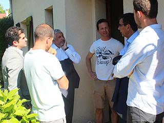Le 27 juin dernier, le sous-préfet de l'Essonne, le Maire de Briis et le Président du SIHA avec les habitants dans les quartiers innondés.